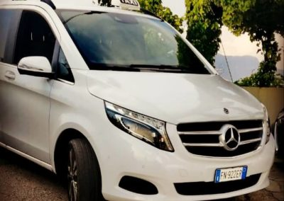 van mercedes 8 passengers taxi